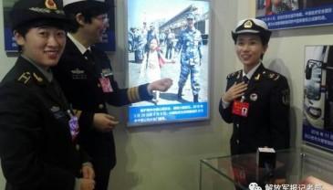 """还记得这张""""牵手照""""吗?照片中女兵是十九大代表"""