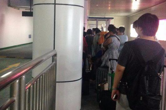 福州火车站北广场启用半年 打的难问题凸显图片