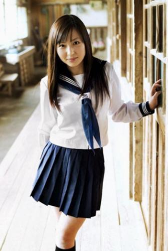 揭秘日本女生校服:裙长有规定