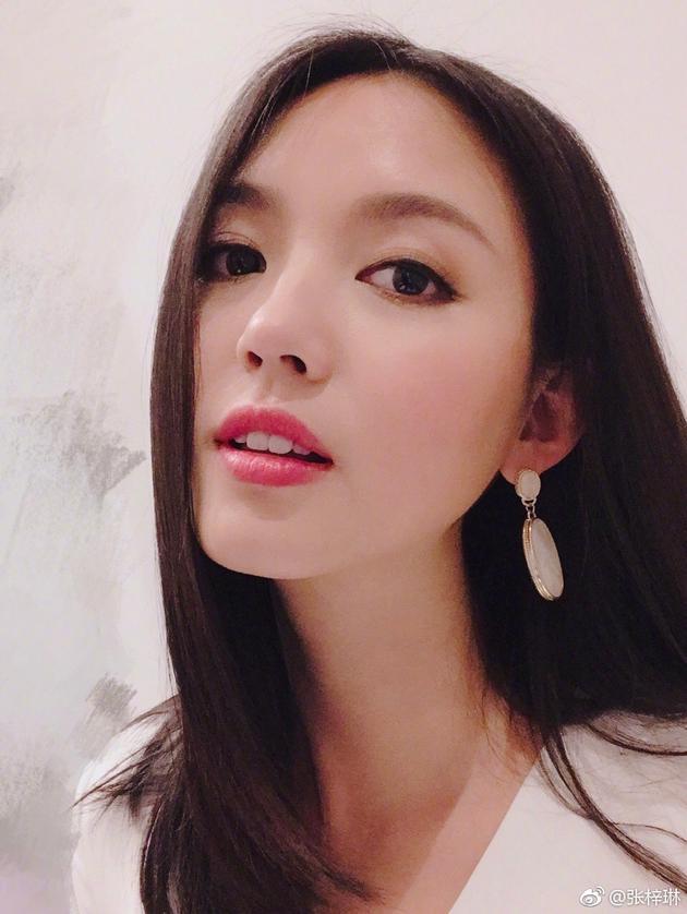辣妈张梓琳长发披肩美如少女