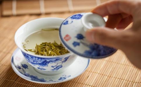 春季减肥喝什么茶 最适合春季减肥的茶饮有哪些 春季喝茶减肥注意事项