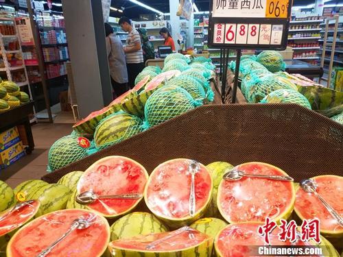 居民在超市里购物。<a target='_blank' href='http://www.chinanews.com/' >中新网</a>记者 李金磊 摄