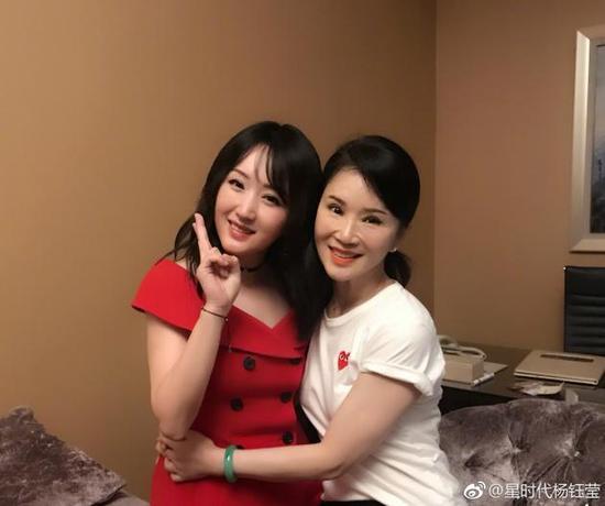 杨钰莹与任静合影