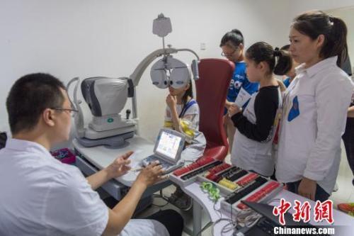 揭儿童近视康复治疗市场乱象:苗医、中医齐上阵