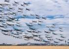 震撼!美摄影师合成机场起飞图