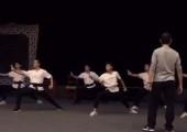 泉州市打城戏剧团男演员正在进行基本功训练