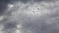 中考期间:以阵雨或雷阵雨天气为主