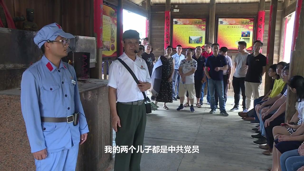 钟鸣家庭《红军长征第一村讲解员中的父子兵》