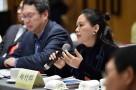 省两会代表委员们交流讨论生态等话题