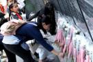 福州抗日志士纪念墙前清明祭英烈