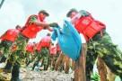 在防御台风、抢险救灾第一线书写坚强党性