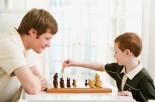 """孩子的""""头脑体操""""--下棋"""