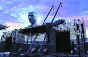 汪峰鸟巢演唱会架起机器巨人