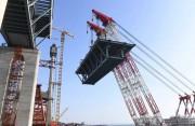 平潭海峡公铁两用大桥首跨海上成功架设