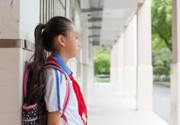女教师让学生罚站被派出所关7小时 官方:涉事副所长停职