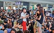 国泰空姐叫嚣:搞衰旅游业,让人不敢来香港!香港警方昨夜拘捕16人!