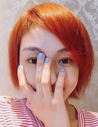 范玮琪染橘色头发自拍