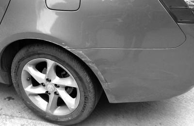 女子开车被宝马剐蹭 找车主理论遭拖行颅骨骨折