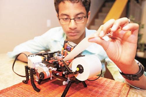 美国13岁少年用乐高积木拼出盲文打印机(图)