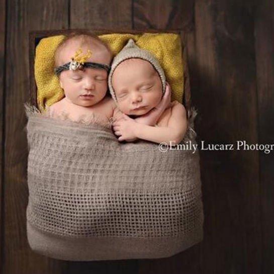 给刚出生的小宝贝拍照
