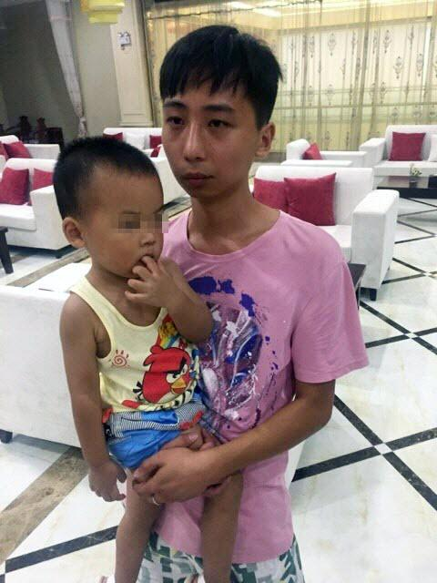 湖北电梯吃人事故监控视频:母亲托出孩子不幸遇难