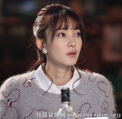《两生花》女神王丽坤演绎2015秋冬新款毛衣搭配