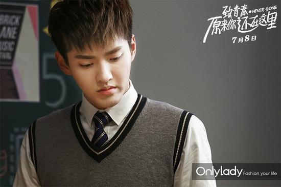 吴亦凡的制服造型更是打动了无数少女的心,谁不想有一个这么帅气的同学呢