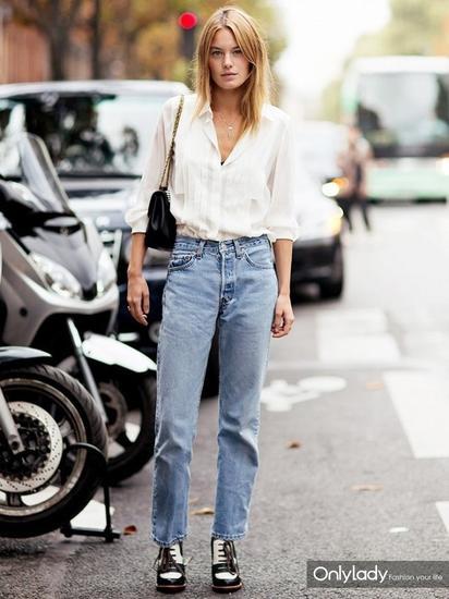 当然,最最简单还是衬衫和牛仔裤的搭配,稍显慵懒的同时更透着几分硬朗利落