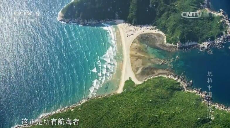 永乐群岛中的龙洞奇观,仿佛是大海的瞳孔,如同碧玉.