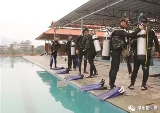 福建省首支水域救援队组建 消防员化身