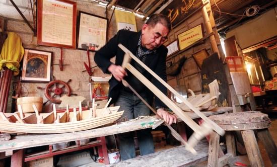 泉州石狮蚶江船模手艺人:复刻古船记忆