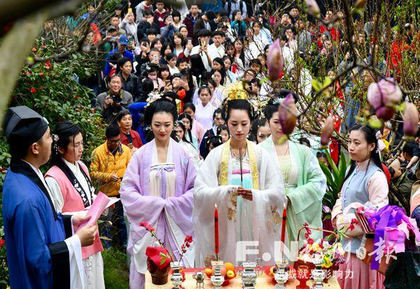 花朝节再现 福州姑娘在乌山还原祭花神盛典
