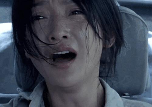 2007年,周迅自降片酬出演《李米的猜想》女主角李米,一个怀揣寻找自己失踪男友希望的女司机!凭借其精湛的演技让她狂掠十项影视大奖