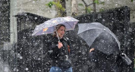 5月中旬,莫斯科因异常寒冷为各家各户重新开启集中供暖。图:俄罗斯卫星网