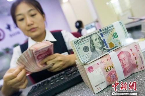 7月12日,山西太原,银行工作人员清点货币。 <a target='_blank' href='http://www.chinanews.com/'>中新社</a>记者 张云 摄
