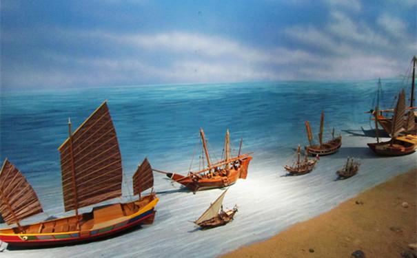 """""""海上丝绸之路""""全国中国画作品展吸引大批市民观展"""