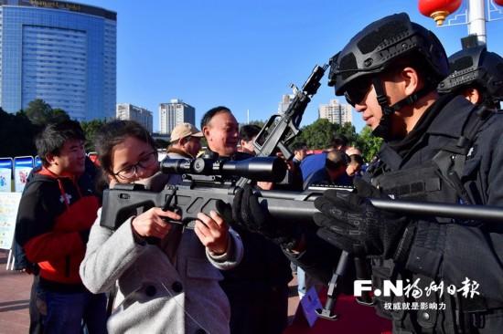 """福州全市""""110""""去年接警有效警情不足五成"""