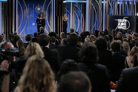奥普拉发言令全场起立鼓掌