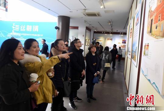 福清海丝历史文化遗存图片展,吸引不少观众前来观展。 记者刘可耕 摄