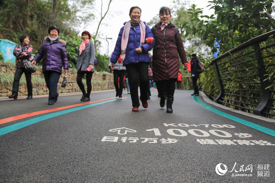 从2005年开始,福州市已连续成功举办十三届健步行活动 邹家骅摄