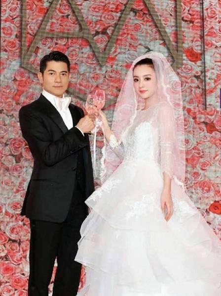 郭富城罕见婚礼照曝光 方媛穿婚纱美似芭比娃娃