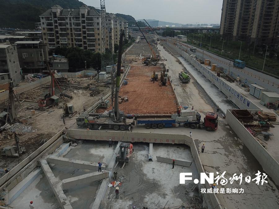 地铁2号线全线22个车站主体结构封顶 人防工程整体验收全面启动