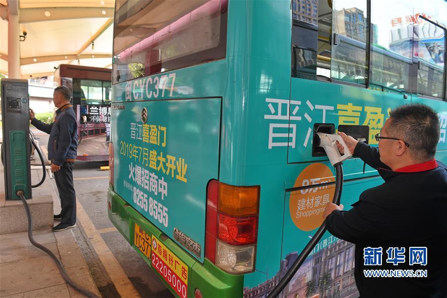 (社会)(4)福建晋江大力发展绿色公交