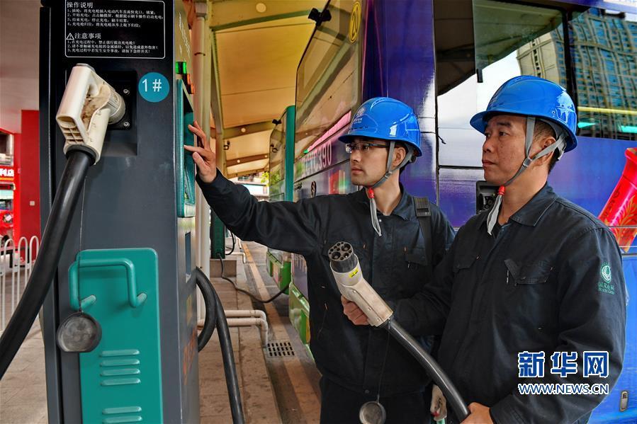 (社会)(3)福建晋江大力发展绿色公交