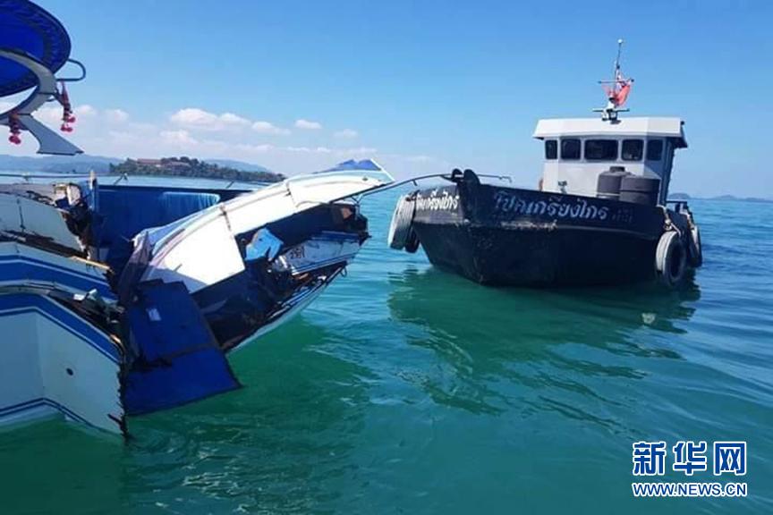 (国际)(5)泰国普吉海域发生快艇撞船事故致11名中国游客受伤