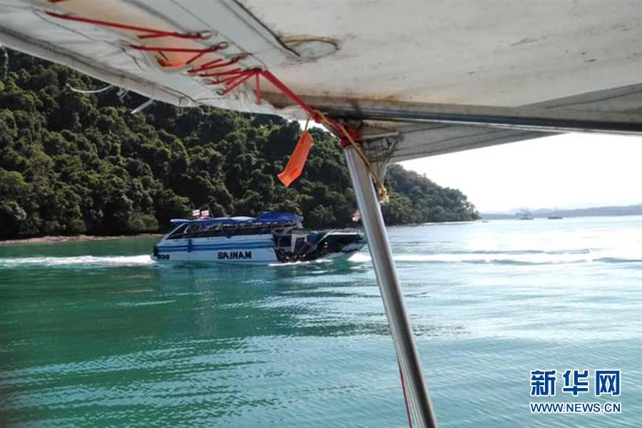 (国际)(3)泰国普吉海域发生快艇撞船事故致11名中国游客受伤