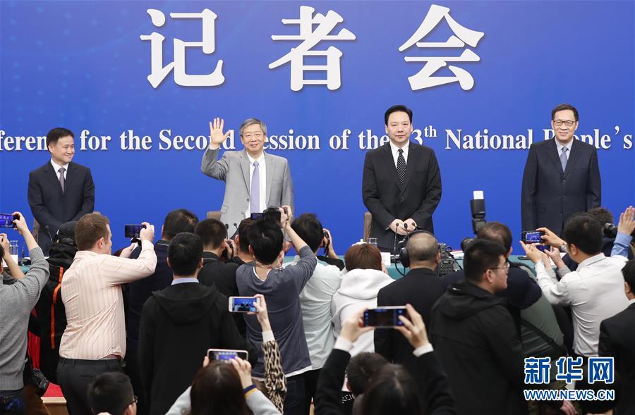 """(两会·XHDW)(1)中国人民银行行长易纲等就""""金融改革与发展""""答记者问"""