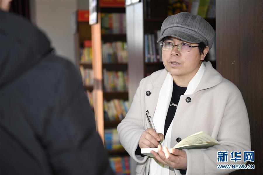 (两会·图片故事)(7)全国人大代表马慧娟:关注贫困地区成年人文化教育