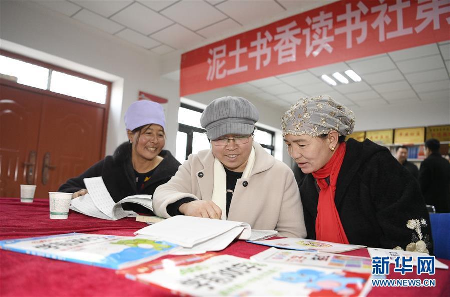 (两会·图片故事)(5)全国人大代表马慧娟:关注贫困地区成年人文化教育