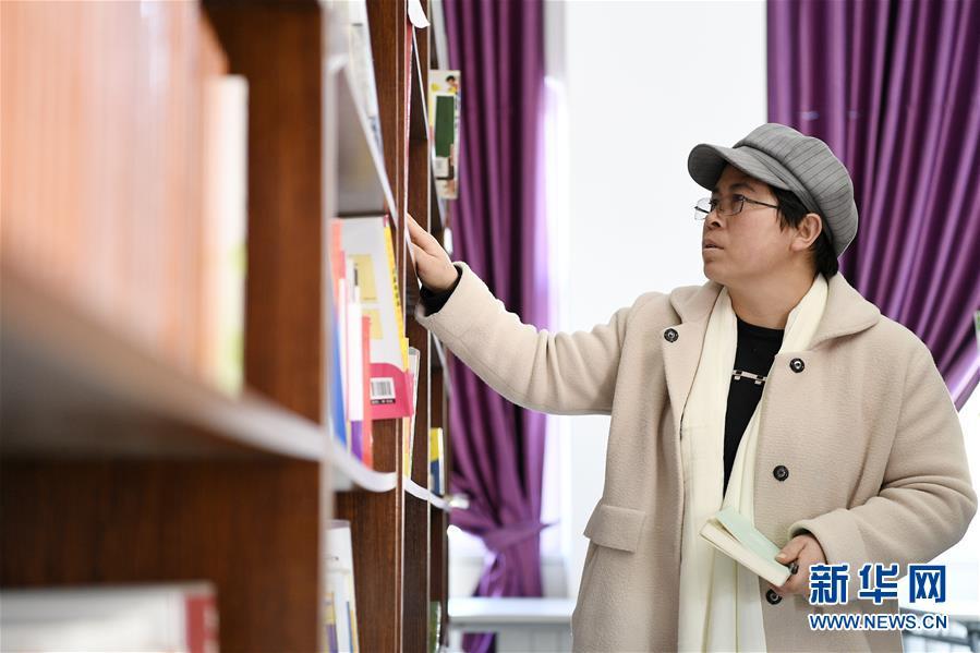 (两会·图片故事)(6)全国人大代表马慧娟:关注贫困地区成年人文化教育